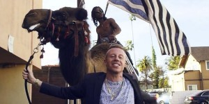 macklemore-ryan-lewis-cant-hold-us-650-430