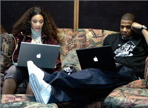 Jay-Z-and-Beyonce-on-Computer